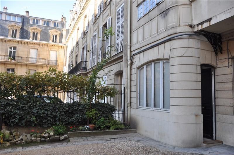 Location appartement Paris 8ème 1290€ CC - Photo 2