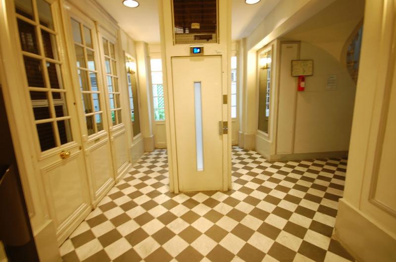 Alquiler  apartamento Paris 8ème 1706€ CC - Fotografía 10