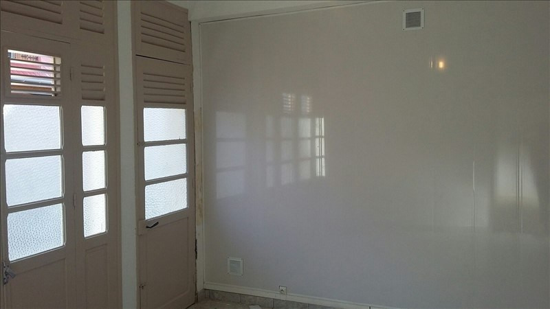 Rental apartment Basse terre 750€ +CH - Picture 1