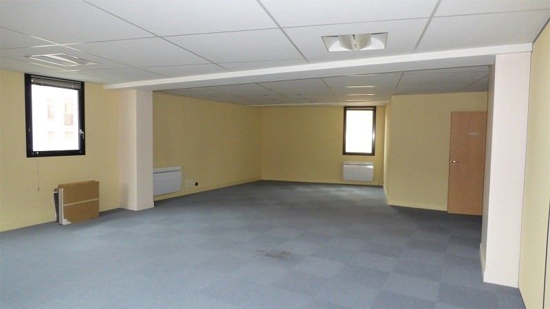 Rental office Annemasse 4 770€ CC - Picture 8
