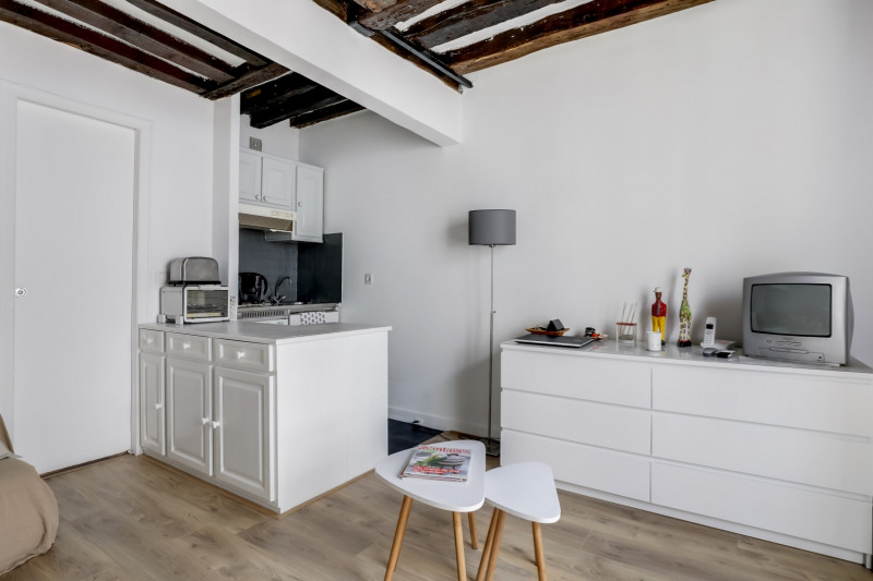 Sale apartment Paris 1er 330 000€ - Picture 2