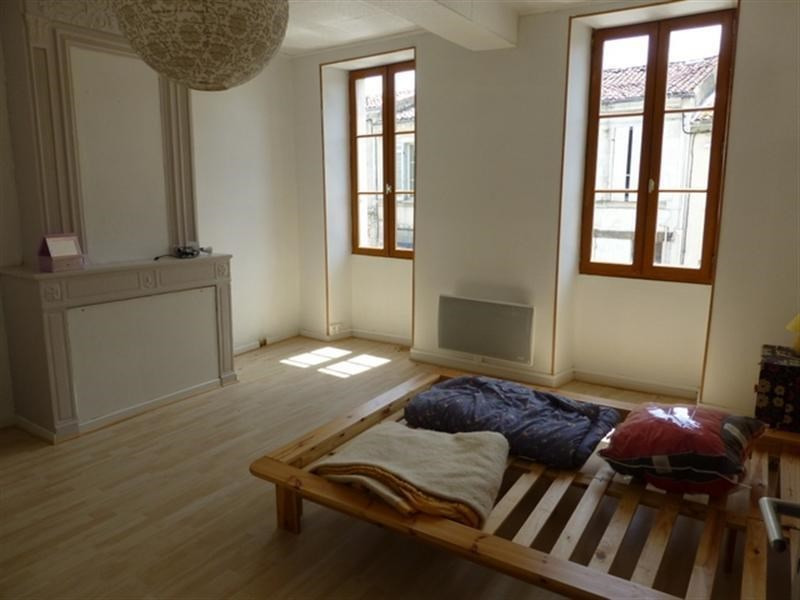 Rental apartment Saint-jean-d'angely 430€ CC - Picture 3