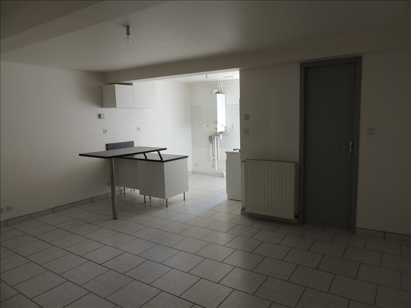 Rental apartment Ste colombe 560€ CC - Picture 1