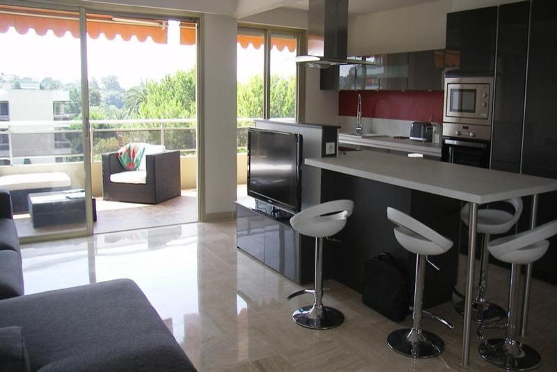 Vacation rental apartment Juan les pins  - Picture 2