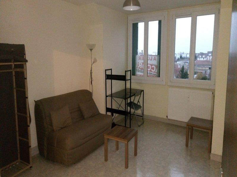 Rental apartment Troyes 353€ CC - Picture 2