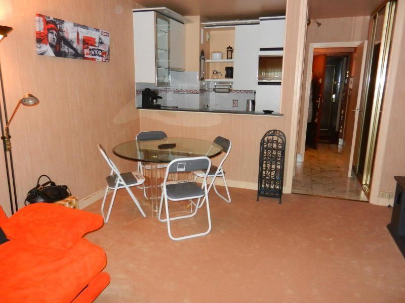 Location appartement Paris 9ème 987€ CC - Photo 1