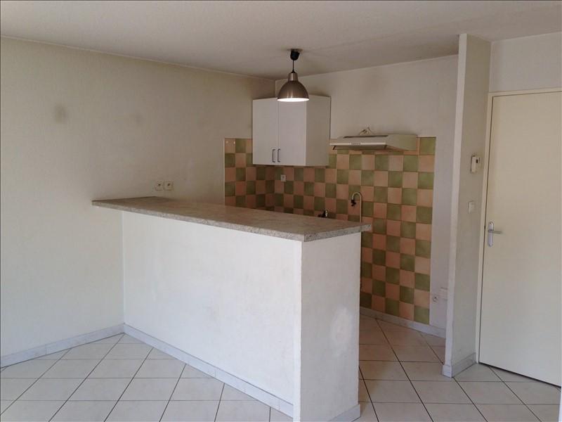 Rental apartment Salon de provence 750€ CC - Picture 2