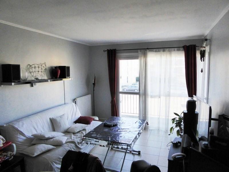 Rental apartment Maurepas 947€ CC - Picture 2