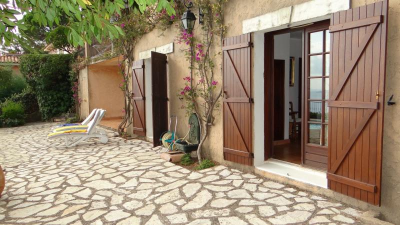 Location vacances appartement Cavalaire 900€ - Photo 5