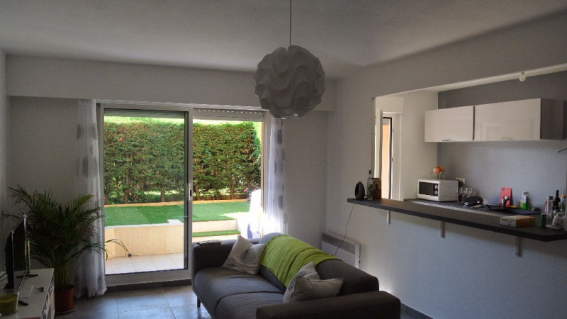 Sale apartment Saint laurent du var 267 000€ - Picture 1