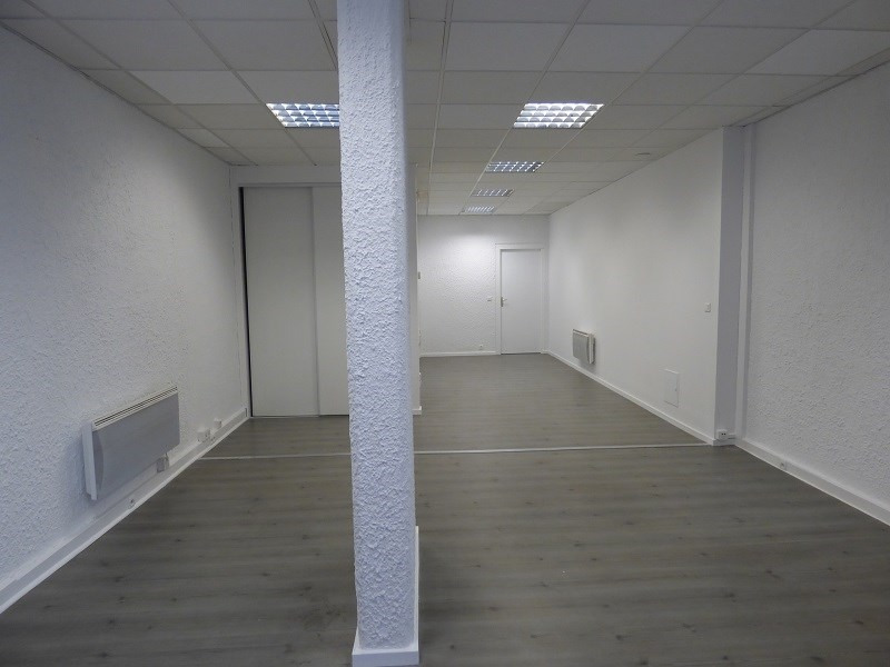 Location local commercial Chambery 840€ CC - Photo 4