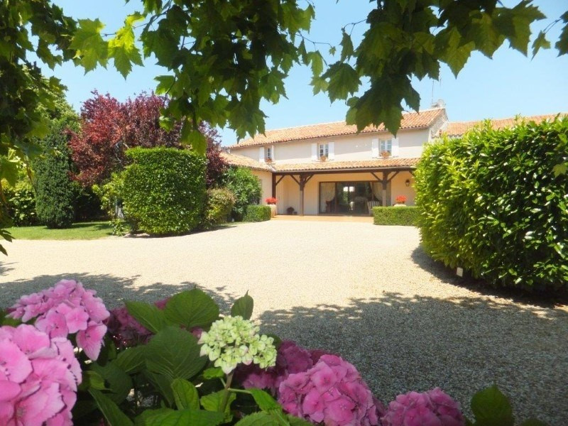 Sale house / villa Cognac 466 400€ - Picture 1