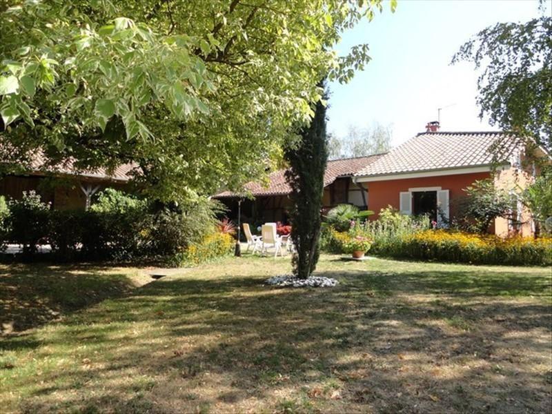Investment property house / villa Mezeriat 330000€ - Picture 1