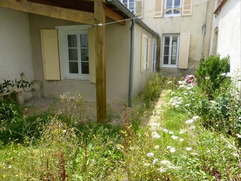 Rental apartment St jean d angely 450€ CC - Picture 1