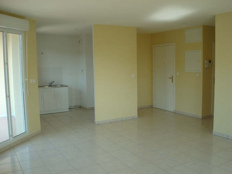 Location appartement Vaulx milieu 770€ CC - Photo 2