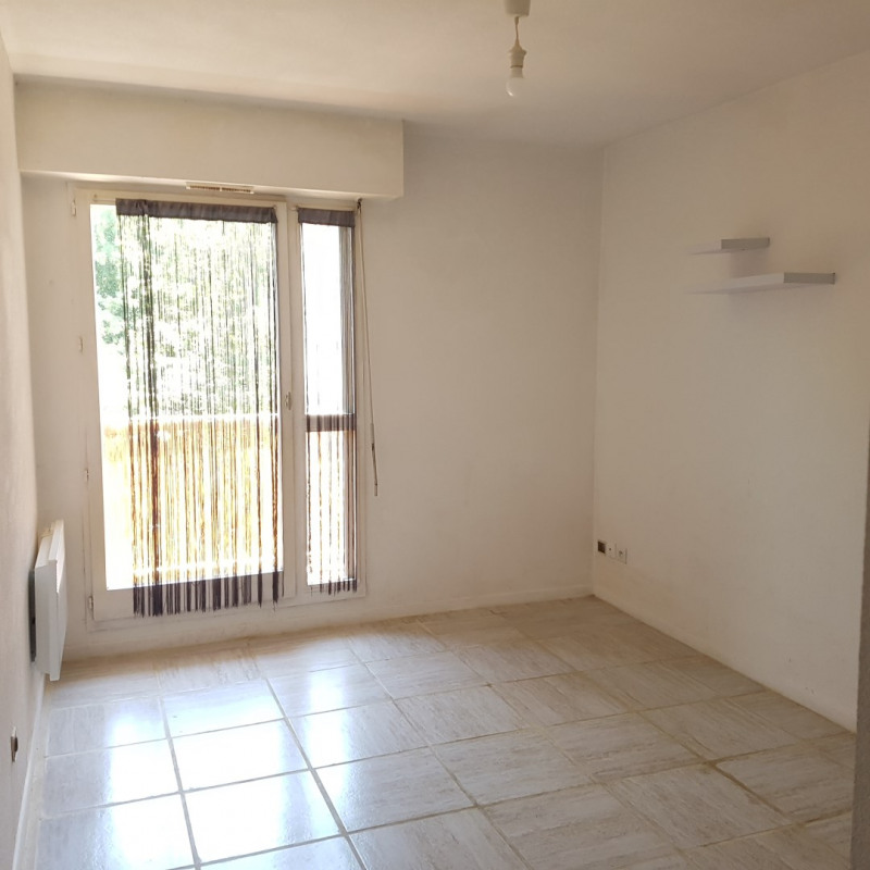 Rental apartment Aix-en-provence 470€ CC - Picture 1