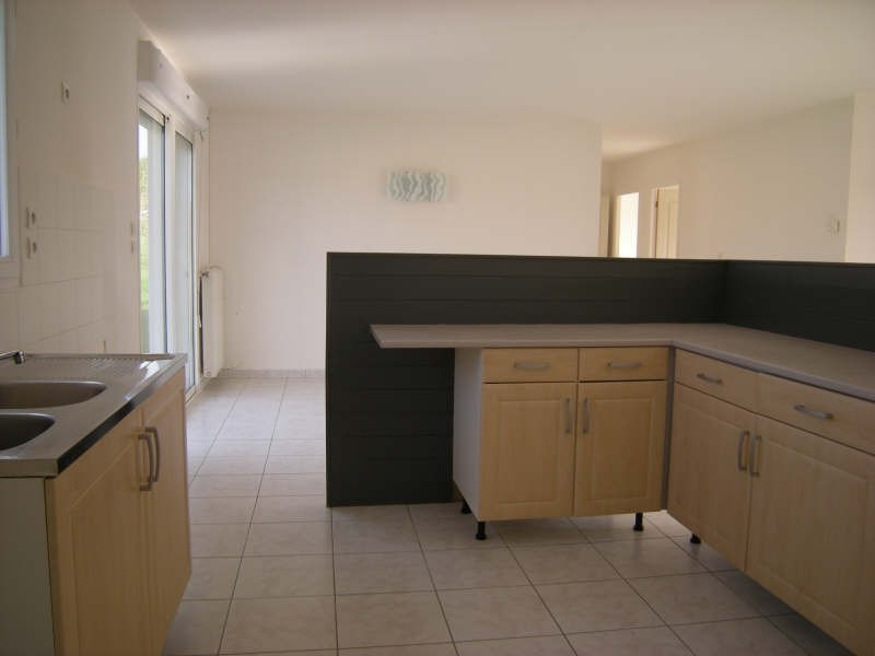 Location maison / villa Dange st romain 636€ CC - Photo 3