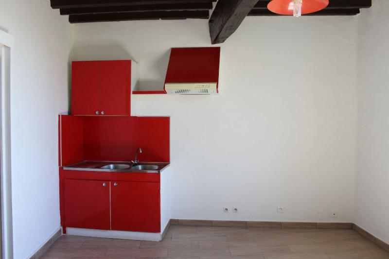 Rental apartment Lambesc 430€ CC - Picture 3