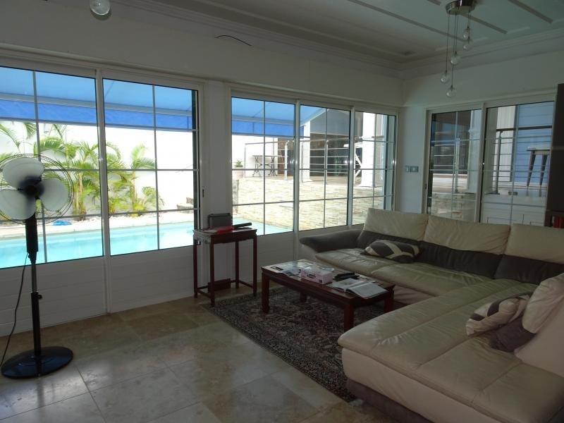 Deluxe sale house / villa La possession 570000€ - Picture 3