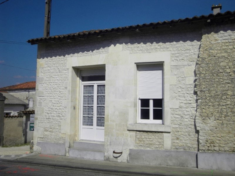 Rental apartment Angeac champagne 423€ CC - Picture 2