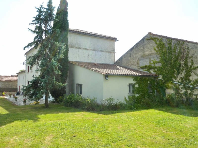 Sale house / villa Aigre 234 000€ - Picture 3