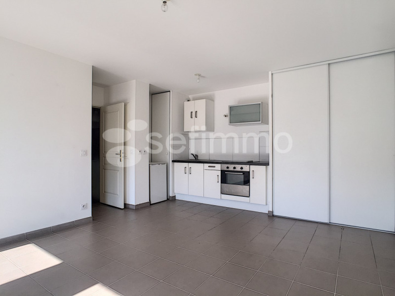 Location appartement Marseille 5ème 681€ CC - Photo 2