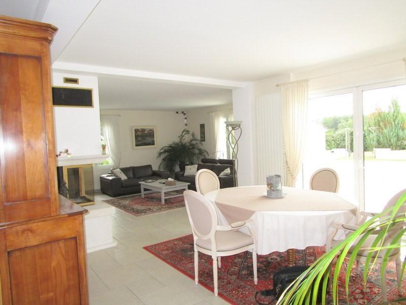 Sale house / villa Petit palais et cornemps 335000€ - Picture 4