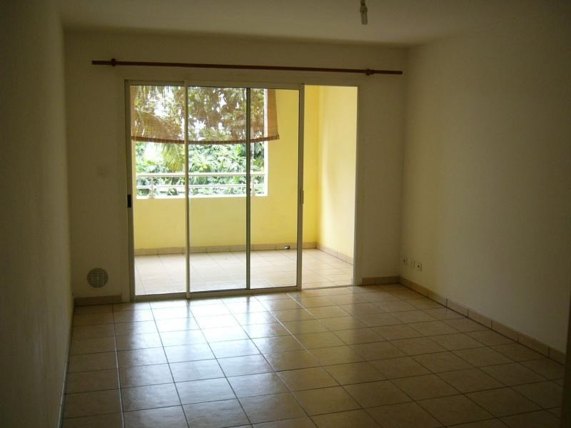 Rental apartment St denis 396€ CC - Picture 4