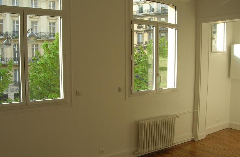 Location appartement Paris 8ème 990€ CC - Photo 1