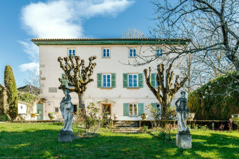 EXCLUSIVE - ST DIDIER MONT D'OR- HOUSE OF 280 M² - LAND OF 2270 M² - 6 BEDROOMS