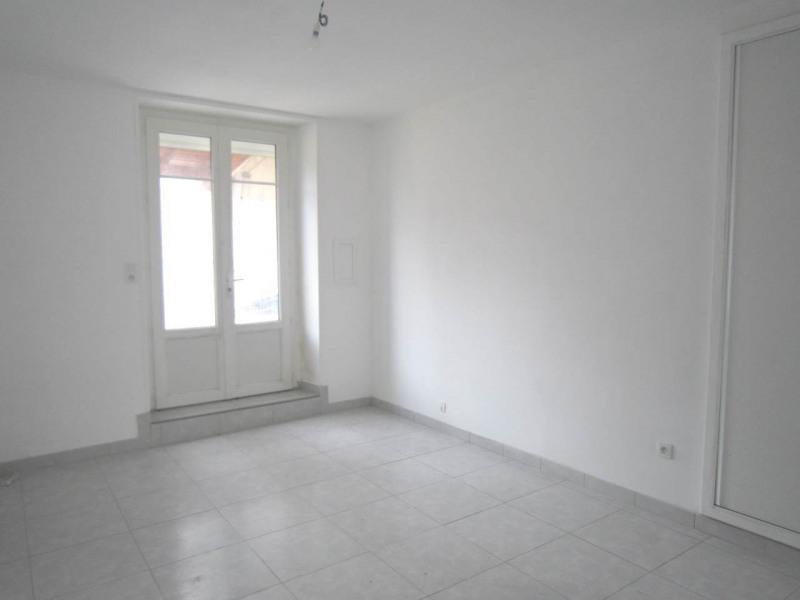 Rental house / villa Burie 557€ CC - Picture 4