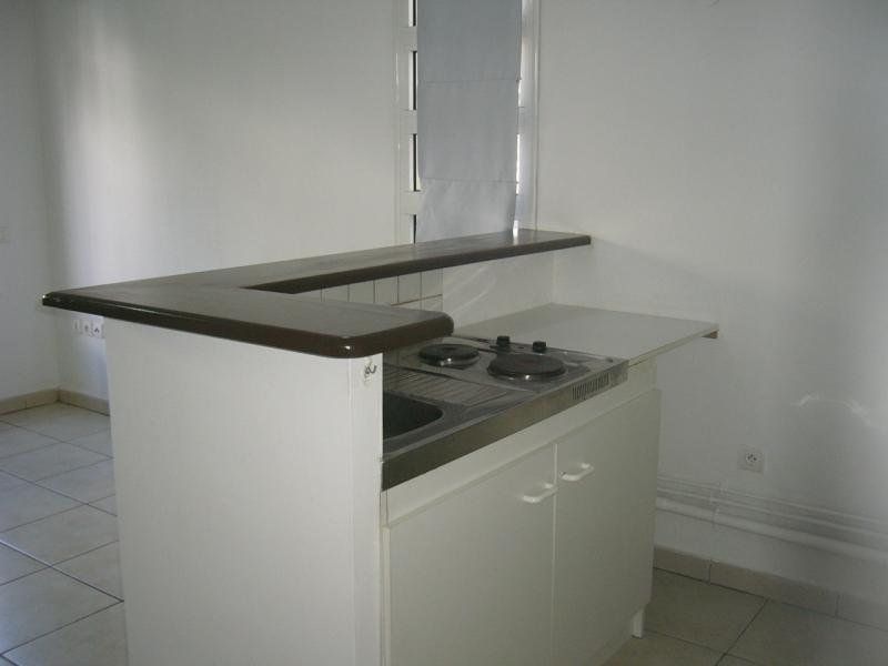 Rental apartment St denis 721€ CC - Picture 4