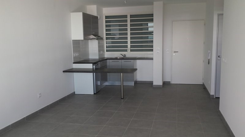 Location appartement St denis 593€ CC - Photo 2