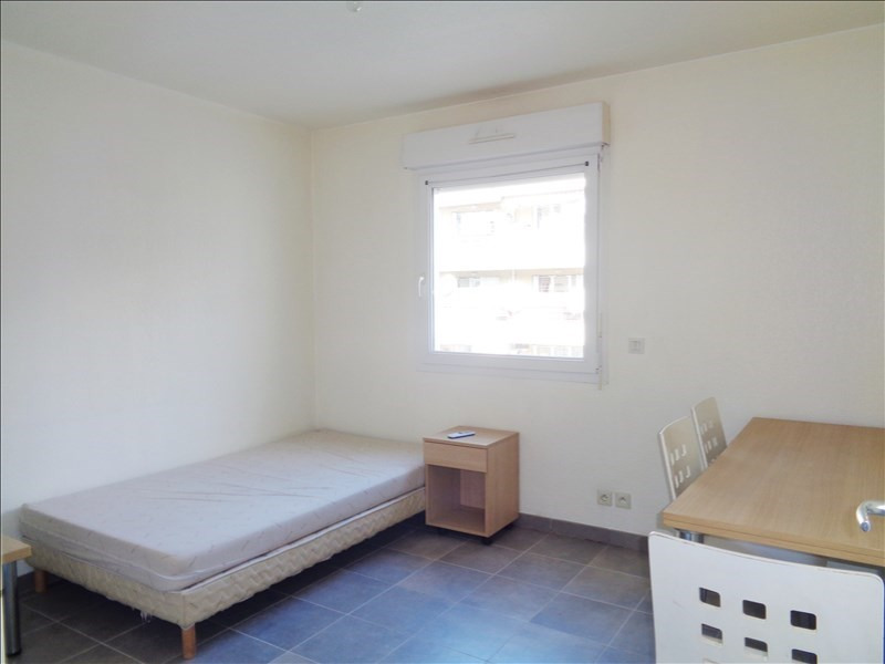 Location appartement Toulon 415€ CC - Photo 1