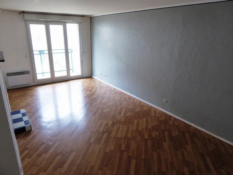 Rental apartment Trappes 888€ CC - Picture 1