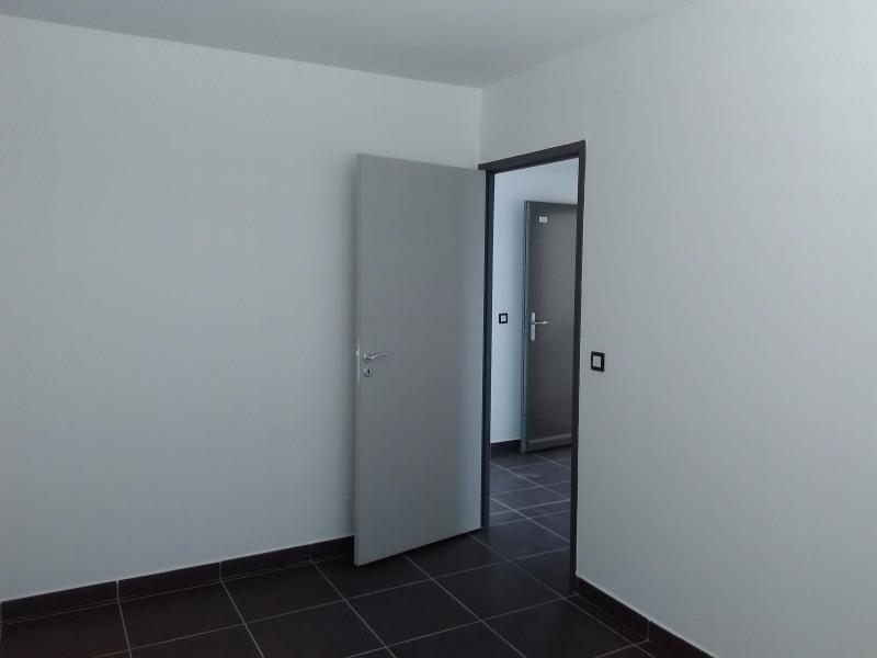 Location appartement Le moule 613€ CC - Photo 3