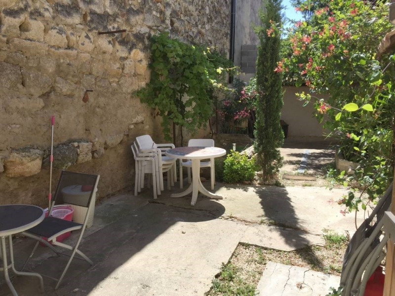 Location maison / villa Domazan 620€ CC - Photo 1