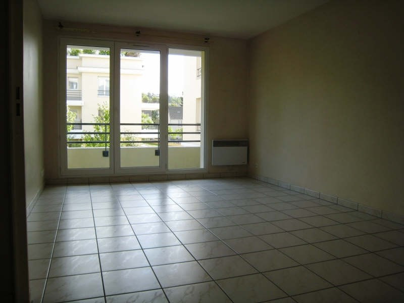 Location appartement Osny 760€ CC - Photo 2