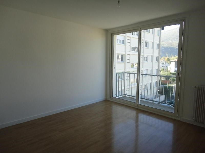 Location appartement Fontaine 582€ CC - Photo 2