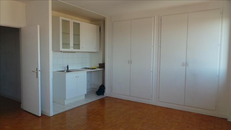 Sale apartment Courbevoie 210000€ - Picture 3