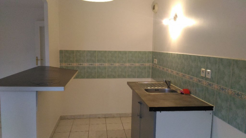 Location appartement Saint laurent du var 860€ CC - Photo 3
