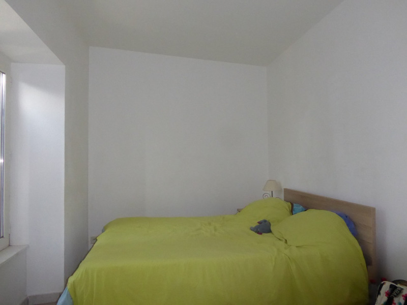 Location appartement Villeneuve-de-berg 420€ CC - Photo 2
