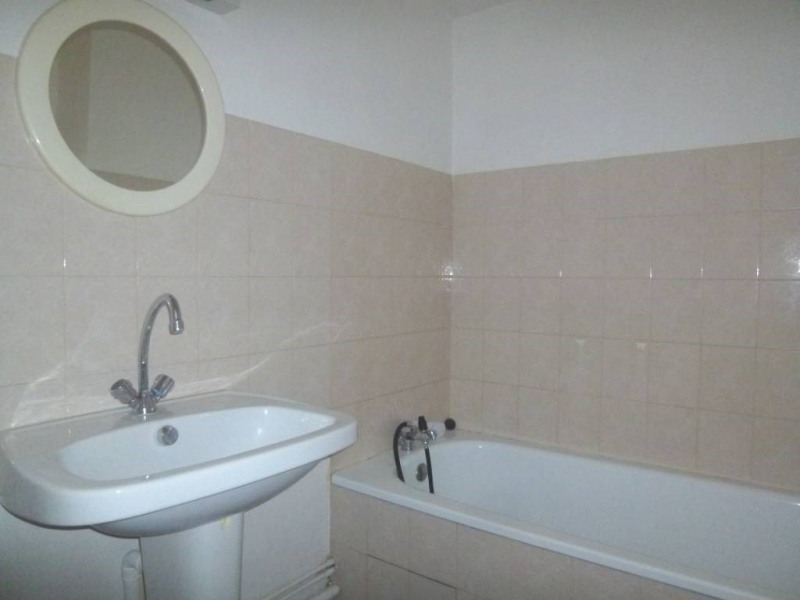 Location appartement Saint-laurent-du-pont 389€ CC - Photo 3