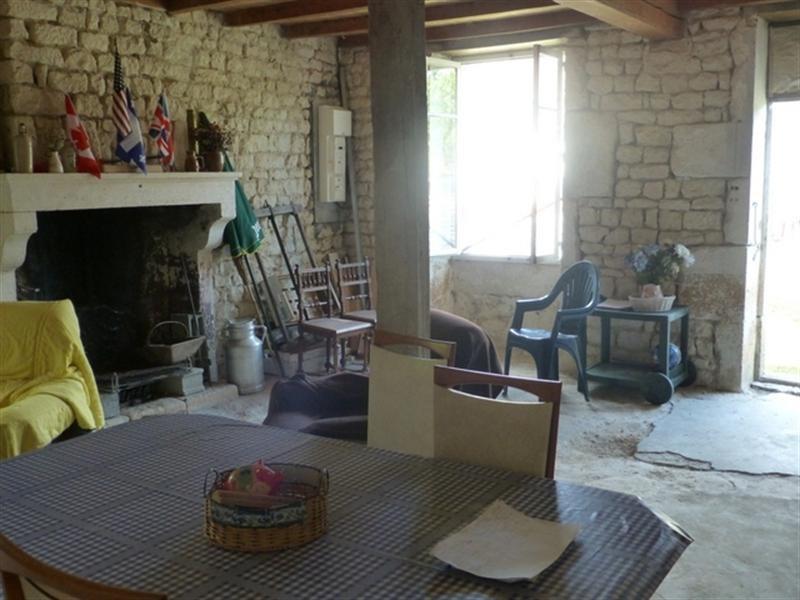Sale house / villa Saint-jean-d'angély 96800€ - Picture 3