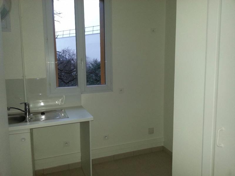 Location appartement Ivry sur seine 892€ CC - Photo 4