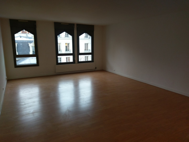 Location appartement Paris 9ème 3 010€ CC - Photo 1