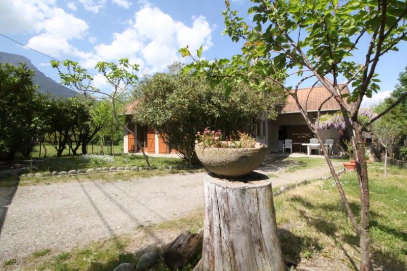 Sale house / villa Claix 338000€ - Picture 1