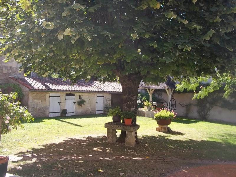 Sale house / villa Cherves-richemont 297000€ - Picture 8