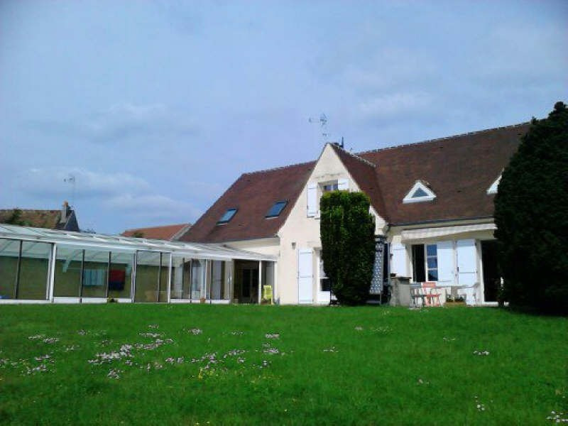 Deluxe sale house / villa Plailly 599 000€ - Picture 1