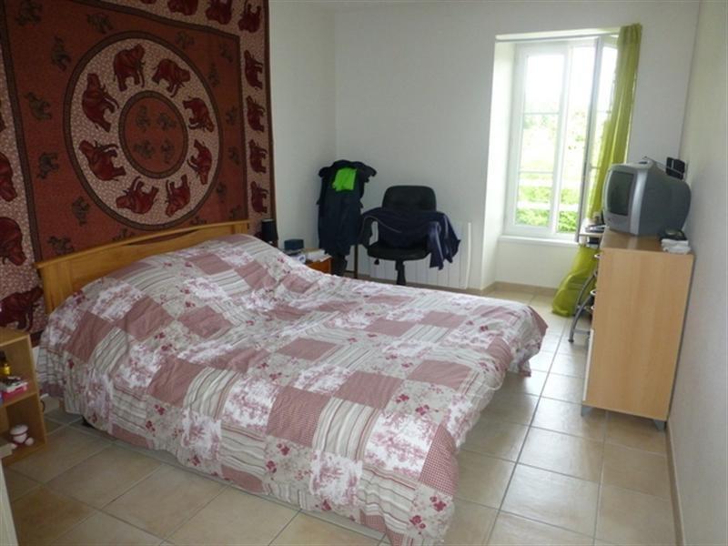 Rental house / villa Saint-jean-d'angély 650€ CC - Picture 5